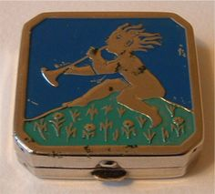Beautibox small chrome compact 1920-30's. British Compact Collectors Society. www.compactcollectors.co.uk