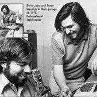 Apple Inc. Steve Jobs and Steve Wozniak working in their garage.The year was Steve Jobs and Steve Wozniak had barely moved out of the Jobs' family garage Steve Jobs Apple, Steve Jobs 2011, Steve Jobs Steve Wozniak, Apple Picture, Apple Ii, Extroverted Introvert, Summer Jobs, Learn To Code, 1970s