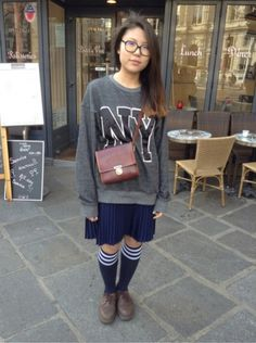 H&M Pull, Sweat -  # VINTAGE # Sacs, sacoches - DR MARTENS (DOC MARTENS) Derbies, mocassins, bateau - AMERICAN APPAREL Chaussettes, collants, bas, jambières #women #mode #look #streetstyle http://www.moodlook.com/look/2014-03-21-france-paris-5
