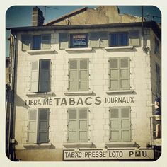 Le bas de la Grand Rue... Poitiers, Commerce, Portable, Multi Story Building, Mansions, House Styles, Manor Houses, Villas, Mansion