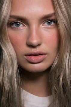 Dsquared2 Bks Bis at Milan Fall 2015. http://votetrends.com/polls/369/share #makeup #beauty #runway #backstage