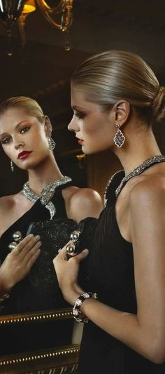 Luxury and Glamour. Elegance is the only beauty that never fades. Foto Fashion, Fashion Moda, Luxury Fashion, Mode Glamour, She's A Lady, Black Tie Affair, Look Chic, Stylish, Celebrities