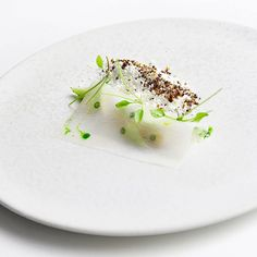 Ronny Emborg • Salted razor clams with green strawberries, pickled radish and horseradish snow