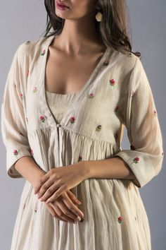 Good Earth – Stylish Sustainable Luxury Retail | Goodearth.in Simple Kurti Designs, Kurta Designs Women, Blouse Designs, Dress Indian Style, Indian Dresses, Indian Outfits, Indian Designer Outfits, Designer Dresses, Kurta Patterns