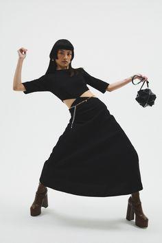 Fashion Poses, Fashion News, Fashion Beauty, Girl Fashion, Fashion Show, Cool Girl Style, 21st Dresses, Vogue Russia, Celebrity Style