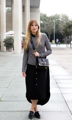 Herbst Trend Tasche Prada Cahier Bag schwarzes Maxikleid kombinieren Slip-in-loafer H&M Modeblog Herbstoutfit streetstyle ootd blog fall outfit look winter