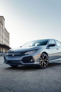 Dare to stand out with the 2017 Honda Civic Hatchback.