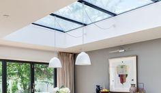 [Inspiration Pinterest] Pour profiter au maximum de la lumière naturelle, les verrières de toit peuvent être vos meilleures alliées ; surtout si la pièce est aveugle et manque d'aération. Fixes ou ouvrantes avec la possibilité d'être converties en fenêtres de toit, les verrières créent de véritables sources de lumière dans les habitations. Lors de la construction d'une maison, d'une extension ou encore lors de l'aménagement de combles, appropriez-vous cette nouvelle tendan...