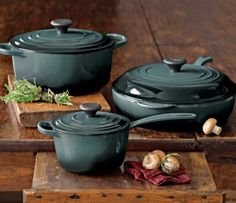 http://www.2uidea.com/category/Le-Creuset/ le creuset. Beautiful color OCEAN