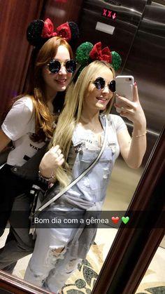 Larissa Manoela e sua Dublê posam fotos juntas e postam no snapchat de Lari?