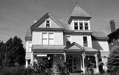 Haunted Places In Missouri, Most Haunted Places, Hannibal History, Hannibal Missouri, Famous Novels, Places In America, Ghost Tour, Interesting News, 50 States