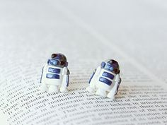 Do I need these R2-D2 stud earrings? I think I MIGHT. I see Darth Vader in this shop, too...