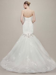 Enzoani 2016 Collection: Kennedy - fit and flare wedding gown Find it at http://www.bridalextraordinaire.com/