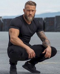 25 Best Long Beard Styles That Popular Nowadays - Wass Sell Bald sideways with comb over and thick beard Bald to the side with a long, thick beard Bald to the side with neat hair and a well-groomed beards Hairstyle combed back with a long straight blond Long Beard Styles, Hair And Beard Styles, Short Hair Styles, Beards And Hair, Thick Beard, Bald With Beard, Beard And Mustache Styles, Beard No Mustache, Mens Hairstyles With Beard