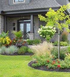Landscaping ideas for front yards and backyards should not be ignored. In most cases people pay more attention to the interior part their house . Small Front Yard Landscaping, Landscaping With Rocks, Backyard Landscaping, Landscaping Ideas, Free Landscape Design, Garden Design, Patio Pergola, Gardens Of The World, Front Gardens