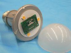 LED素子と、パナソニック製のミリ波レーダー素子を搭載