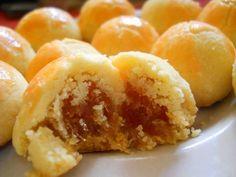 MuslimahZone.com – Nastar. Kue dengan isian selai nanas ini hampir dipastikan hadir di setiap rumah yang merayakan lebaran dan memiliki banyak penggemar. Namun, ada berbagai macam resep berte…