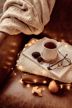 3 infusions idéales pour cocooner en hiver — Mode and The City Cozy Aesthetic, Autumn Aesthetic, Brown Aesthetic, Christmas Aesthetic, Book Wallpaper, Fall Wallpaper, Christmas Wallpaper, Iphone Wallpaper, Coffee Photography
