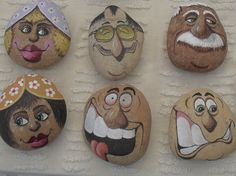 Painted rocks have become one of the most addictive crafts for kids and adults! Want to start painting rocks? Lets Check out these 10 best painted rock ideas below. Pebble Painting, Pebble Art, Stone Painting, Painting Art, Stone Crafts, Rock Crafts, Arts And Crafts, Posca Art, Rock And Pebbles