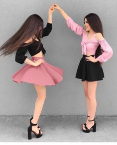 My little Princess 👑🌸 Comment 'Princess' in your language & Tag your Princess 💕 Camila. Y marisol Twin Outfits, Matching Outfits, Girl Outfits, Cute Outfits, Fashion Outfits, Fashion Blogger Style, Girl Fashion, Fashion Design, Best Friend Outfits