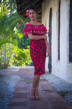 One word -fabulous. Island Wear, Island Outfit, Tropical Fashion, Tropical Dress, Tahiti, Samoan Dress, Island Style Clothing, Different Dresses, Island Girl