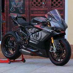 "2,307 curtidas, 6 comentários - Ducati (@always.ducati) no Instagram: ""Custom Camo  Via: @hugsticker_customs #motorcycle #motorcycles #motobike #cyclelaw #bikeride…"""