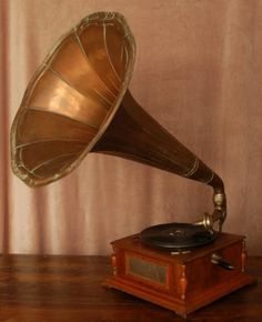 antieke grammofoon (Thorens SA Cristal Grammophon No. 330)