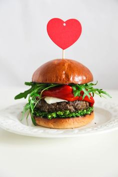 Super Simple and Incredibly Yummy Italian Burger Healthy Toddler Meals, Healthy Snacks, Toddler Food, Best Bbq Recipes, Grilling Recipes, Burger Bar Party, Burger And Fries, Burgers, Italian Burger