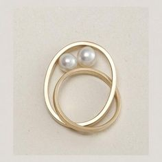 Gold and pearl ring