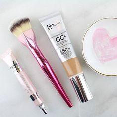 @itcosmetics makes most of my favorite brushes so of course the new Love Beauty Fully Love is the Foundation brush had to be mine.  Supporting the American Cancer Society's Look Good Feel Better for BCA month, this brush with its heart-shaped head is great for applying foundation and powder.