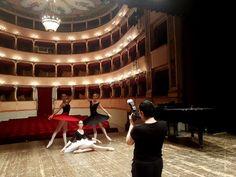 Per la celebre fotografa russaSvetlana AvvakumUrbino diventa un set che mette insieme architettura arte e danza