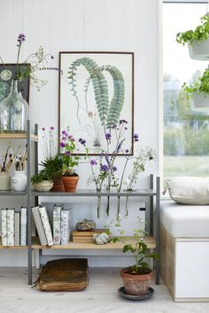 my scandinavian home: Small Space Inspiration From Swedish Attefall Houses Beautiful Small Homes, Turbulence Deco, Plant Table, Swedish House, Tiny House Living, Scandinavian Home, Decorating Small Spaces, Small Space Living, Decoration