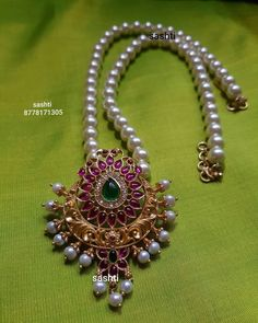 Pearl Necklace Designs, Jewelry Design Earrings, Gold Earrings Designs, Pearl Pendant Necklace, Gold Temple Jewellery, Real Gold Jewelry, Silver Jewellery Indian, Gold Bangles Design, South India