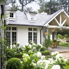 32 Pretty Curb Appeal Winter Garden Design Ideas That You Need To Know - There is a trend toward home buyers who are attracted to year-round, outdoor visual flair. Whether you are staging your home for potential buyers, or .
