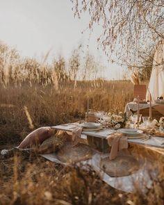 Wedding Planning, Styling & On The Day – Artsupplies Picnic Style, Picnic Set, Beach Picnic, Picnic Ideas, Wedding Shoot, Wedding Picnic, Field Wedding, Civil Wedding, Wedding Dinner