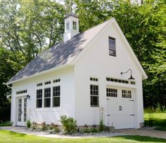 Build a shed on a weekend - Plans - - Barn Garages Garage and Shed Design Ideas, Pictures, Remodel Decor Build a Shed on a Weekend - Our plans include complete step-by-step details. If you are a first time builder trying to figure out h Garage Guest House, Carriage House Garage, Garage Shed, Garage Workshop, Garage Exterior, Garage Studio, Garage With Loft, Garage Storage, Pole Barn Garage