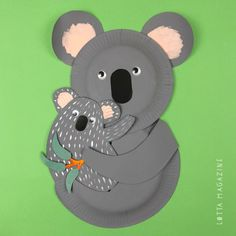 Koala bear with baby on a paper plate - Paper Plate Crafts Bear Crafts, Dinosaur Crafts, Animal Crafts, Paper Plate Crafts, Glue Crafts, Paper Plates, Australian Animals, Koala Craft, Recycling
