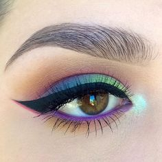 colorful (blue - purple - green) tropical eye makeup with black winged eyeliner Pretty Makeup, Love Makeup, Makeup Inspo, Makeup Art, Fairy Makeup, Mermaid Eye Makeup, 80s Makeup, Dead Makeup, Crazy Makeup