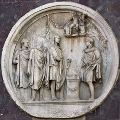 Sacrifice to Hercules. Relief on the Arch of Constantinus, tondo on north side. 117—138 A.D.Rome, Arch of Constantine.