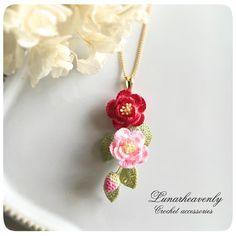"""1,377 Likes, 10 Comments - Lunarheavenly (@lunarheavenly) on Instagram: """"椿のネックレスは、縦にお花を集めたタイプも。 #椿 #アリヴェデパール #花のひとひら展 #Lunarheavenly #かぎ針編み #レース編み #レース編みアクセサリー #crochet…"""""""