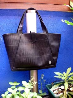 handbag made from recycled inner car/bicycle tire tubes by Goma
