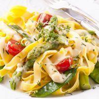 Creamy Alfredo and asparagus fetuccini