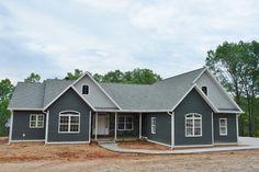 dark gray home shakes white trim Blue Vinyl Siding, Grey Siding, Dark Grey Houses, Concrete Siding, Siding Colors, Brown Doors, House Siding, Timber House, White Trim