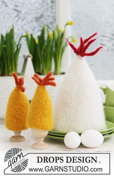 """Felted DROPS egg warmer for Easter in """"Eskimo"""". Free pattern by DROPS Design."""