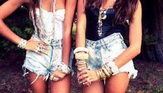 High waste bleached shorts, and everything about these outfits is adorable