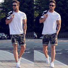 Gorgeous 39 Trending Shorts Summer Outfits for Men http://clothme.net/2018/02/12/39-trending-shorts-summer-outfits-men/ #mensoutfitssummer