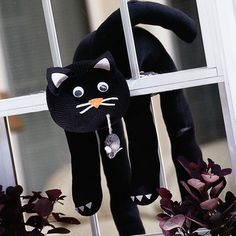 Halloween is definitely the best day of the year to make craft on and for, that is which gives Halloween its spirit. Try these Spooky and Fun DIY Halloween Crafts Ideas. Baby Girl Halloween, Halloween Sewing, Theme Halloween, Halloween Cat, Halloween Window Decorations, Homemade Halloween Decorations, Halloween Crafts For Kids, Magic Cat, Cat Decor