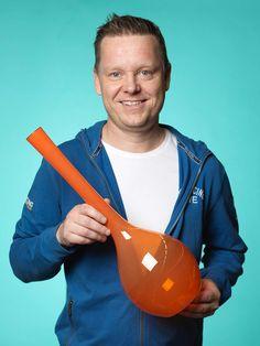 Per Bergbom missar aldrig Antikdagen, ett av årets inköp blev den här drygt 50 cm höga vasen, troligen är den gjord vid Åseda Glasbruk någon gång i slutet av 1960-talet, pris 300 kr.