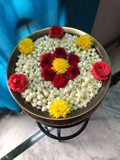 Mandir Decoration, Diwali Decoration Items, Thali Decoration Ideas, Diwali Decorations At Home, Home Wedding Decorations, Festival Decorations, Flower Decorations, Simple Flower Rangoli, Rangoli Designs Flower