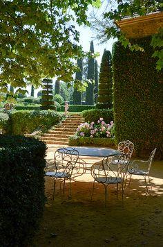 Les Jardins du Manoir d'Eyrignac da würde ich jetzt gerne sitzen